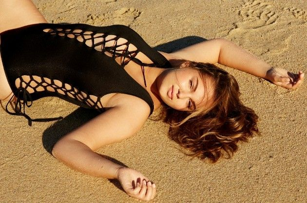 Ernestine - Kandidatin Bachelor 2019 am Strand
