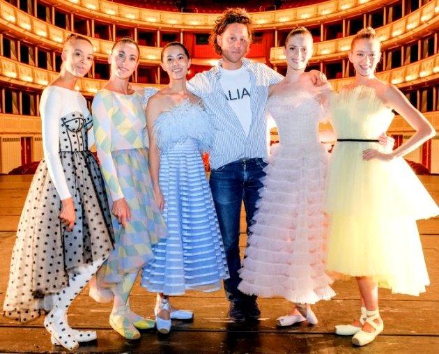 Tänzerinnen Wiener Staatsballett Nikisha Fogo, Alice Firenze, Kiyoka Hashimoto, Designer Arthur Arbesser, Olga Esina, Eszter Ledan