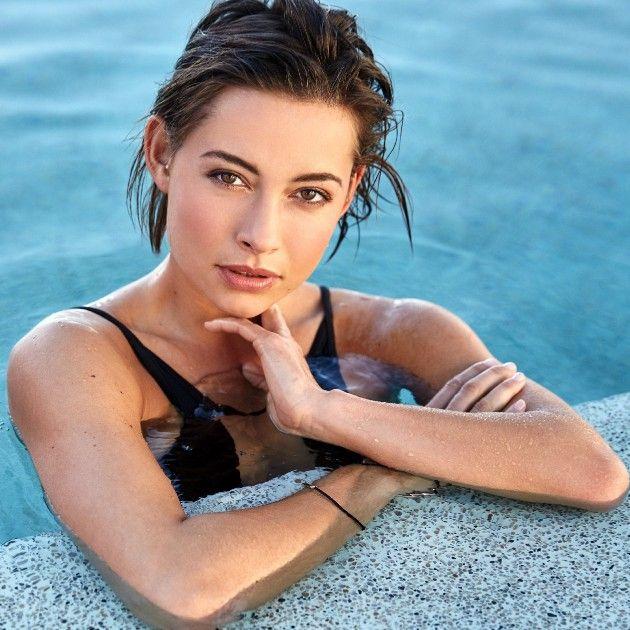 Bachelor 2019 Kandidatinnen im Bikini, im Badeanzug, am Strand - hier Jennifer