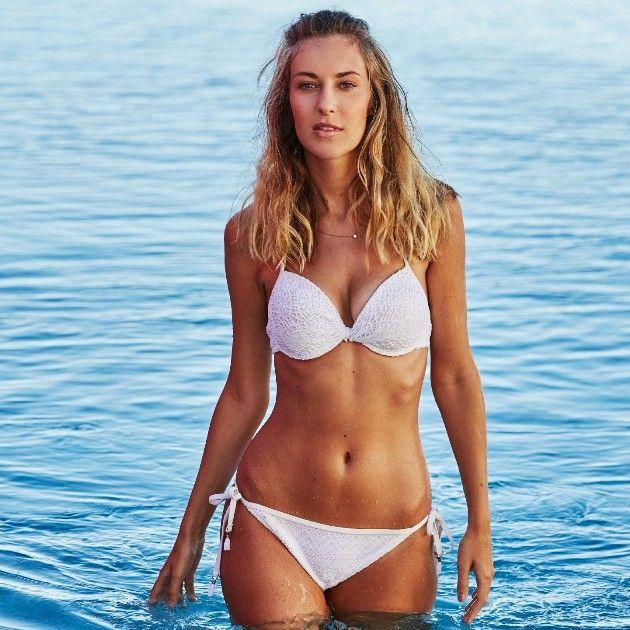 Kimberley Bachelor 2019 Kandidatin im Bikini