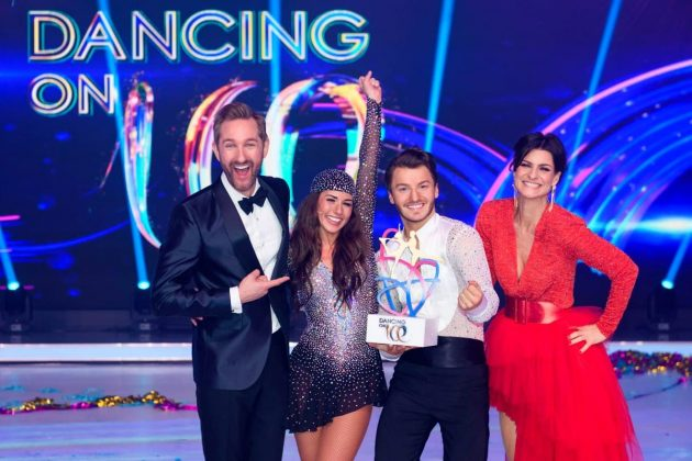Sarah Lombardi - Joti Polizoakis Gewinner Dancing on Ice 2019 mit den Moderatoren Marlene Lufen und Daniel Boschmann