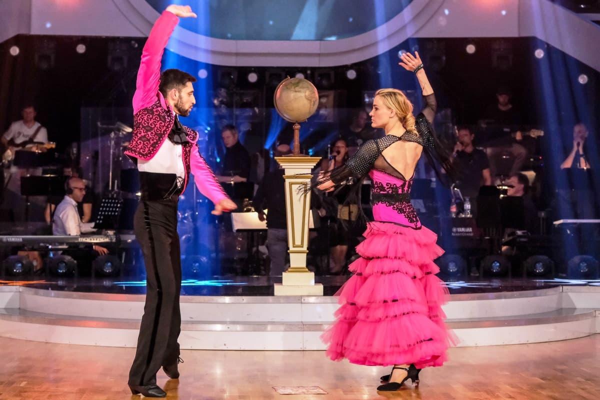 Dancing Stars am 26.4.2019 Fakten Ausgeschieden, Punkte, 2 Tänze je Paar, Musik - hier im Bild Dimitar Stefanin und Nicole Wesner