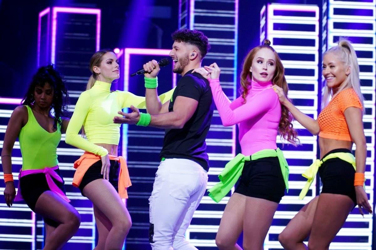 Momo Chahine mit Tänzerinnen bei DSDS am 13.4.2019