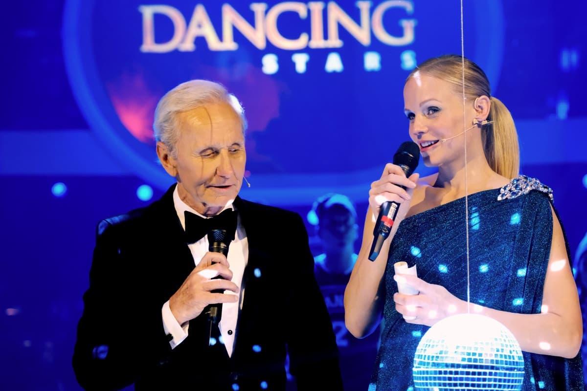 Dancing Stars 2019 am 10.5.2019 Finale Sieger-Tänze, wer gewinnt - im Bild Klaus Eberhartinger und Mirjam Weichselbraun bei einer Entscheidung der Dancing Stars 2019