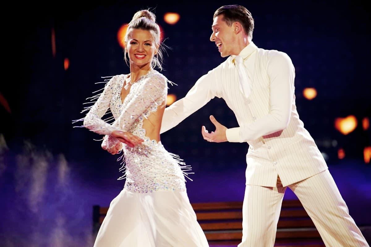 Let's dance 2019 am 10.5.2019 Kritik Vom Wurm und Sensationen - hier im Bild Ella Endlich - Valentin Lusin