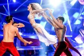 Let's dance 2019 am 24.5.2019 Kritik - Meinung zur Sendung - hier im Bild Katja Kalugina mit Tänzern beim Eröffnungstanz