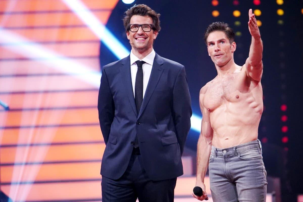 Christian Polanc mit Daniel Hartwich bei einem anerkennendem Dank an seine Profi-Kollegen bei Let' dance am 27.6.2019