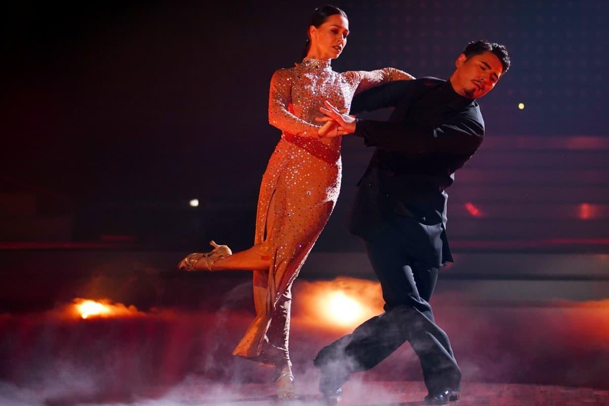Oana Nechiti und Erich Klann bei Let's dance am 27.6.2019