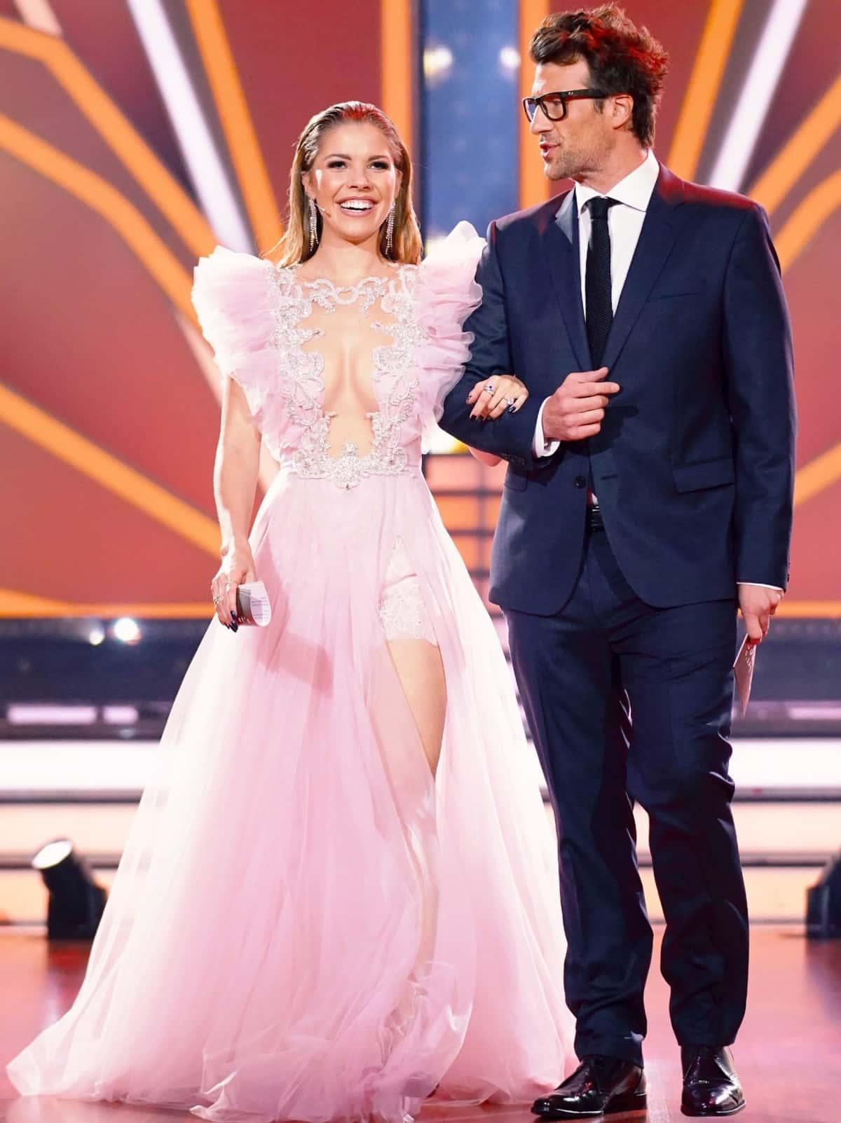Victoria Swarovski und Daniel Hartwich - Moderatoren bei Let's dance am 27.6.2019