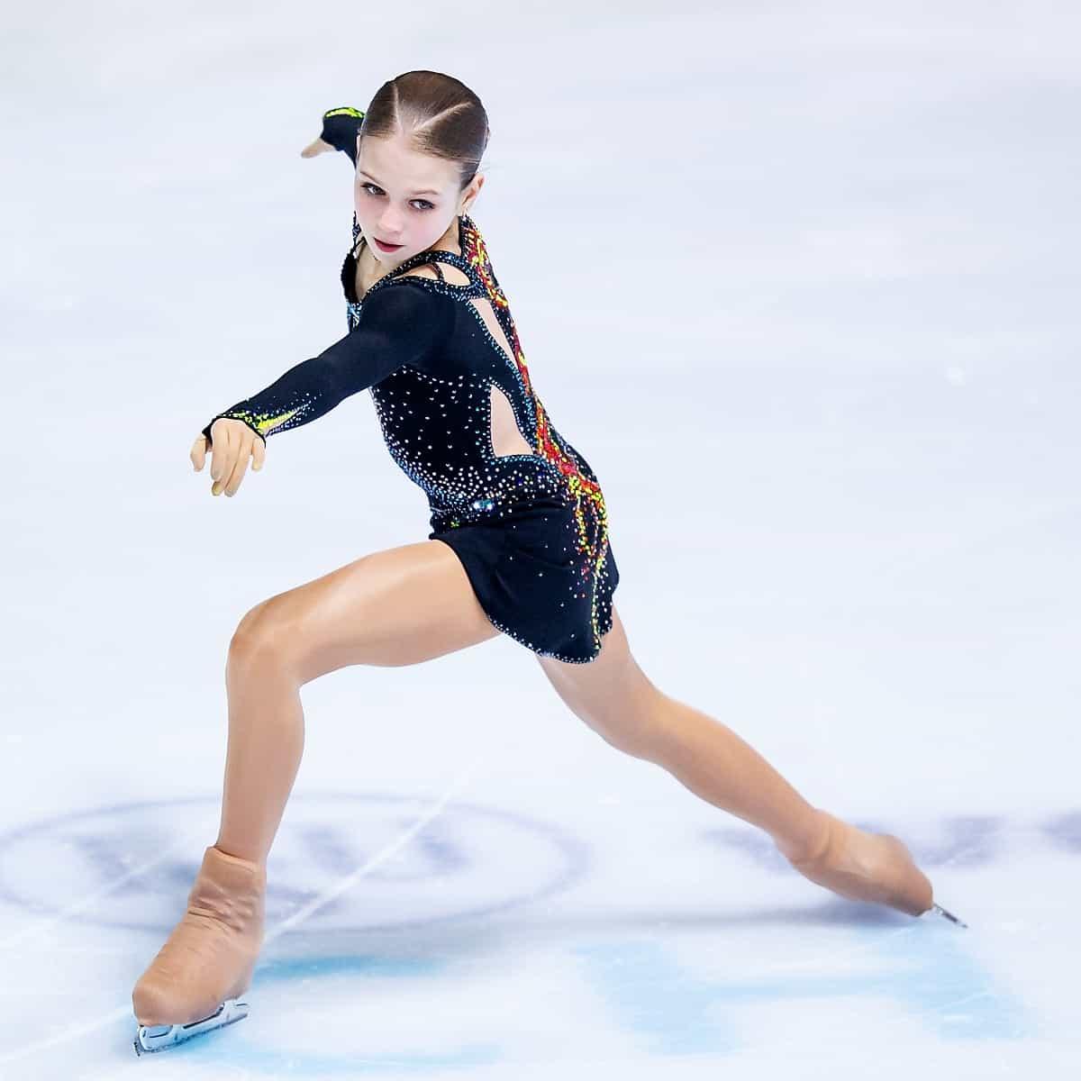 Alexandra Trusova läuft in der Eiskunstlauf-Saison 2019-2020 bei den Erwachsenen