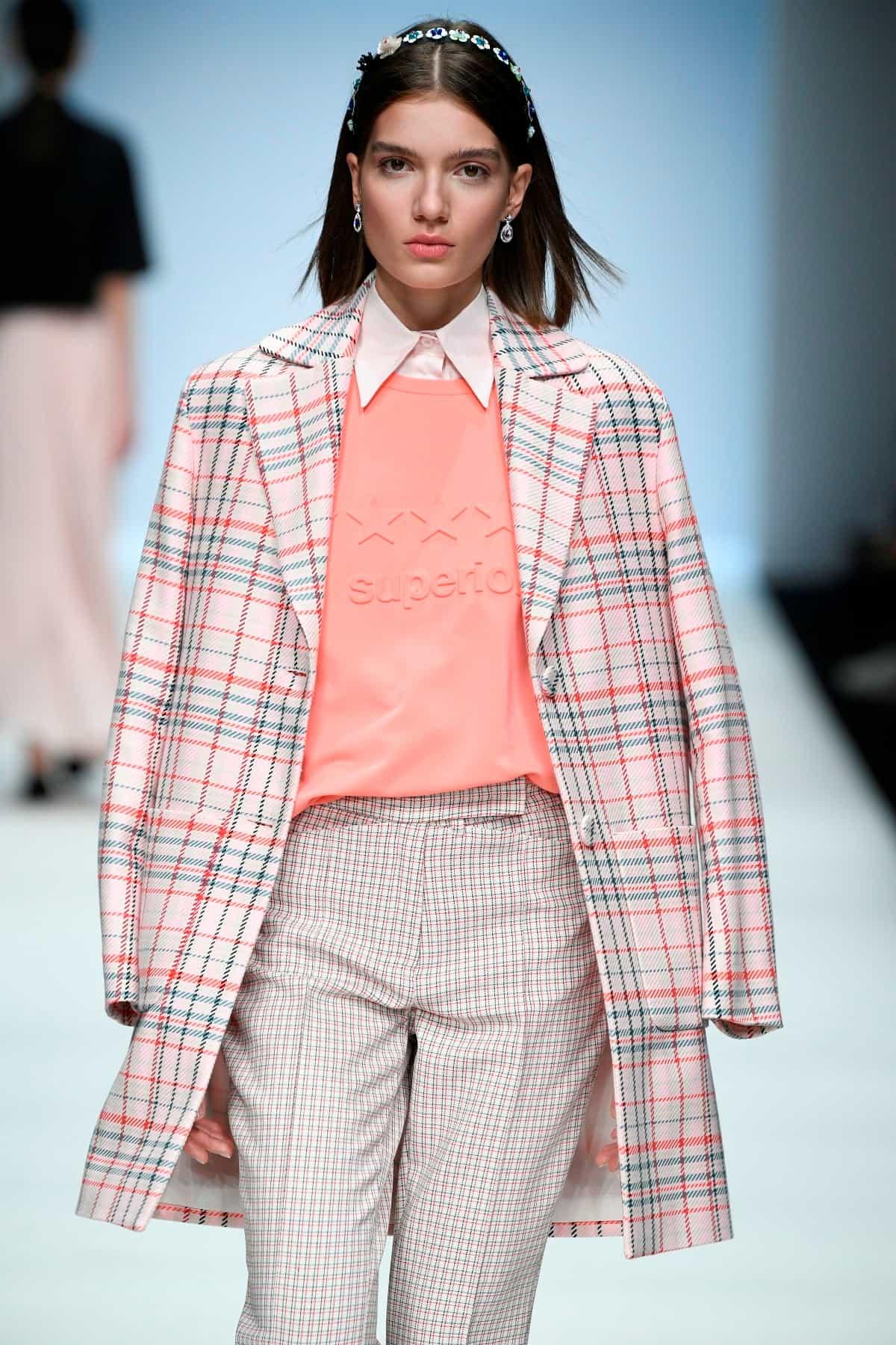 Mode von Riani Kollektion Frühjahr-Sommer 2020 zur Fashion Week Berlin im Juli 2019 - 1