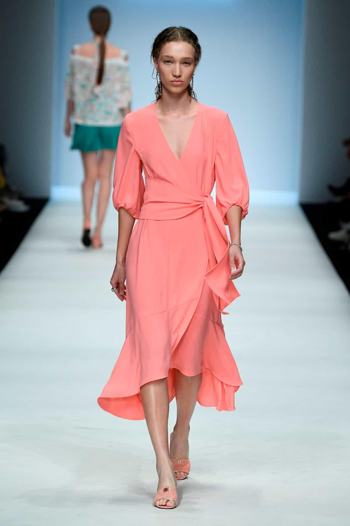 Mode von Riani Kollektion Frühjahr-Sommer 2020 zur Fashion Week Berlin im Juli 2019 - 4