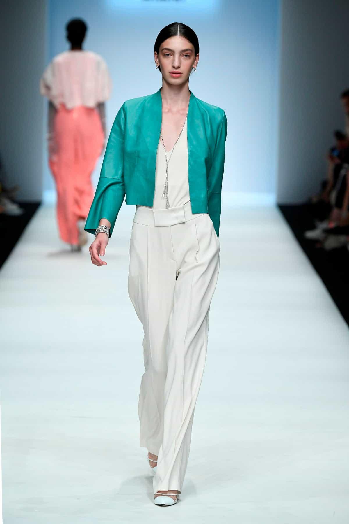 Mode von Riani Kollektion Frühjahr-Sommer 2020 zur Fashion Week Berlin im Juli 2019 - 5