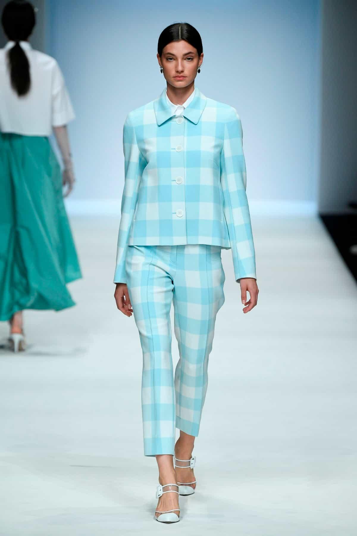 Mode von Riani Kollektion Frühjahr-Sommer 2020 zur Fashion Week Berlin im Juli 2019 - 7
