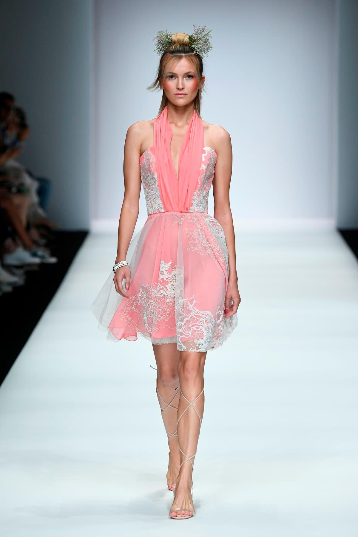 Sommerkleider 2020 von Lana Mueller zur MBFW auf der Fashion Week Berlin Juli 2019 - 1