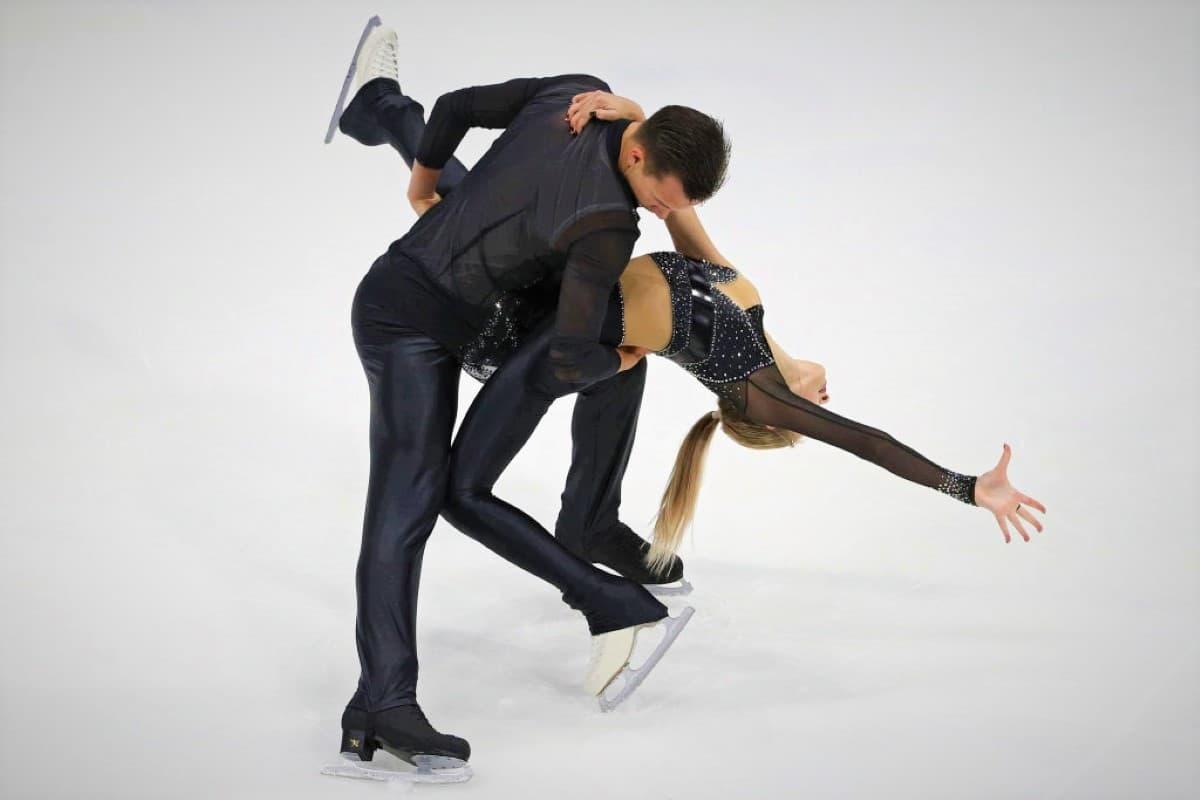 Kseniia Akhanteva - Valerii Kolesov aus Russland - Platz 2 Eiskunstlauf-Paare Junior Grand Prix USA 2019