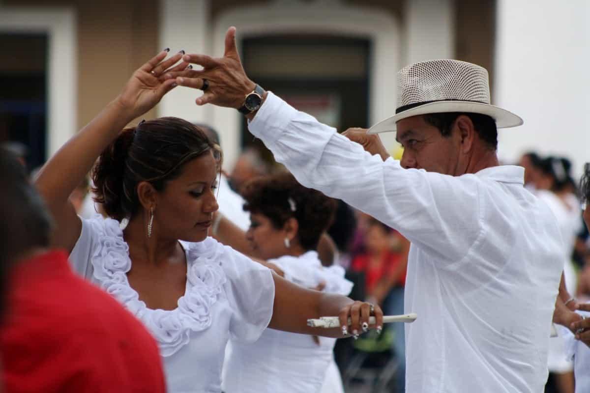 Salsa Stralsund - Tanzpaar beim Tanzen