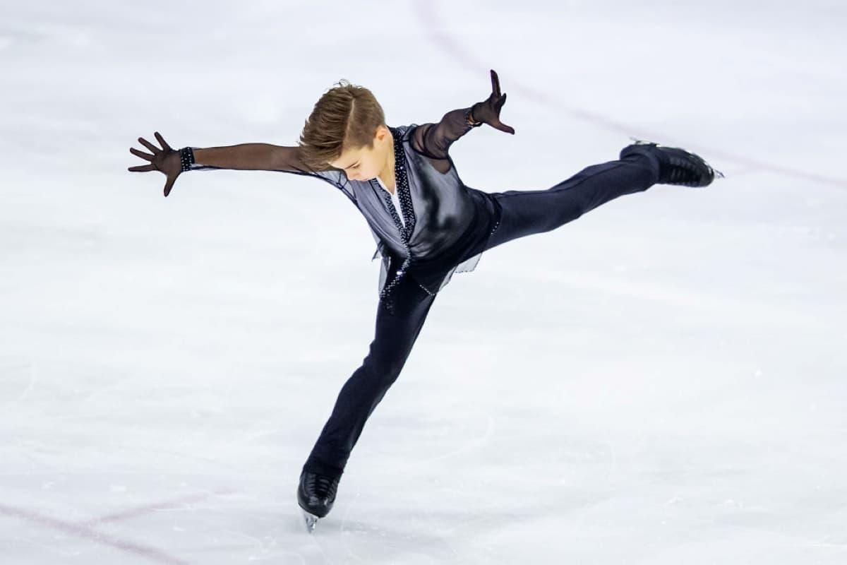 Daniil Samsonov aus Russland beim Junior Grand Prix 2019 in Lettland