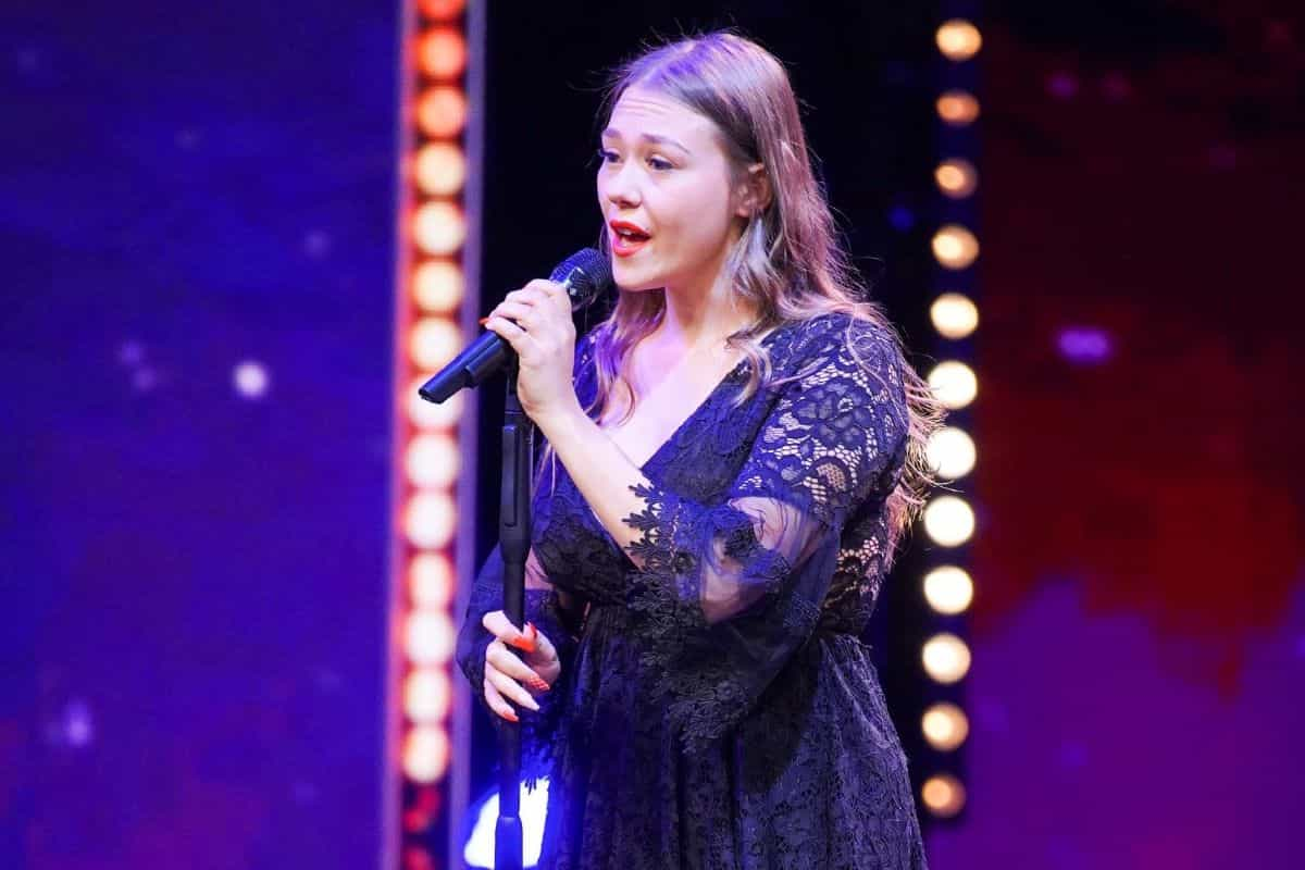 Goldener Buzzer von Sarah Lombardi für Nina Richel beim Supertalent am 21.9.2019