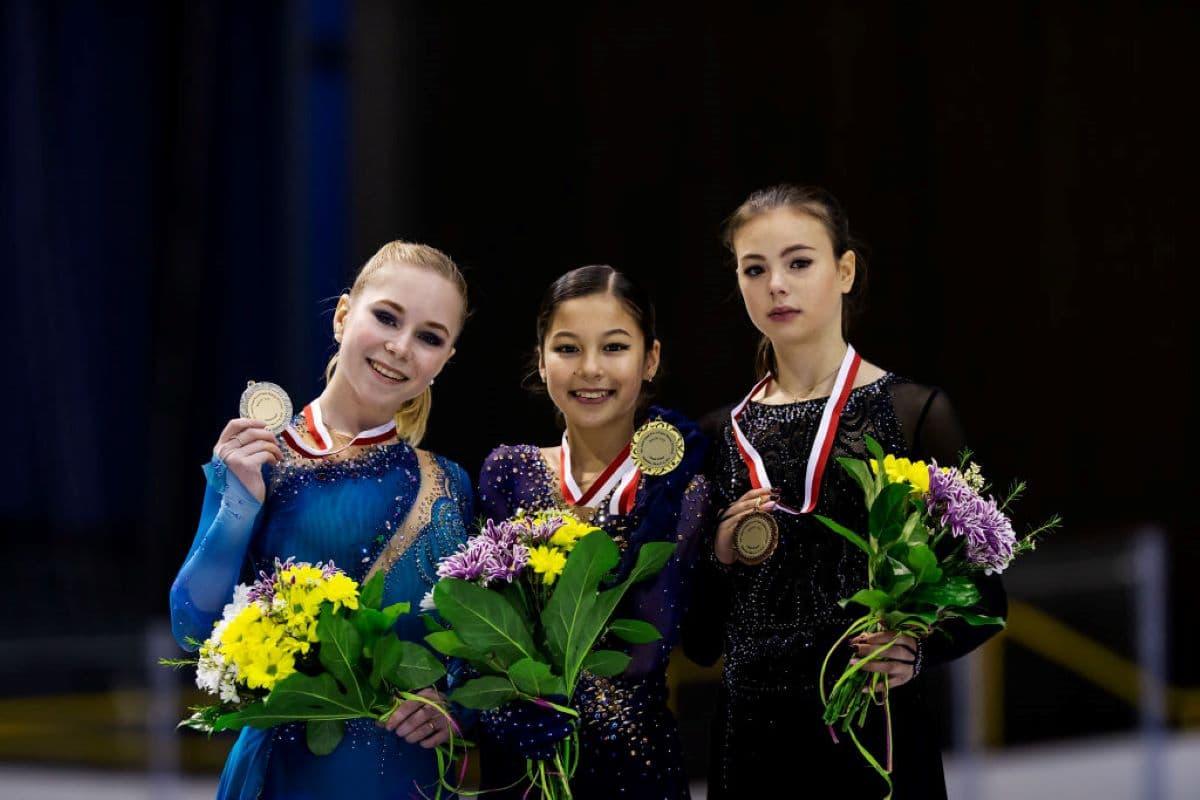 Siegerehrung Damen Eiskunstlauf Junior Grand Prix Gdansk 2019 - hier im Bild: Viktoria Vasilieva, Alysa Liu und Anastasia Tarakanova - hier im Bild: Viktoria Vasilieva, Alysa Liu und Anastasia Tarakanova