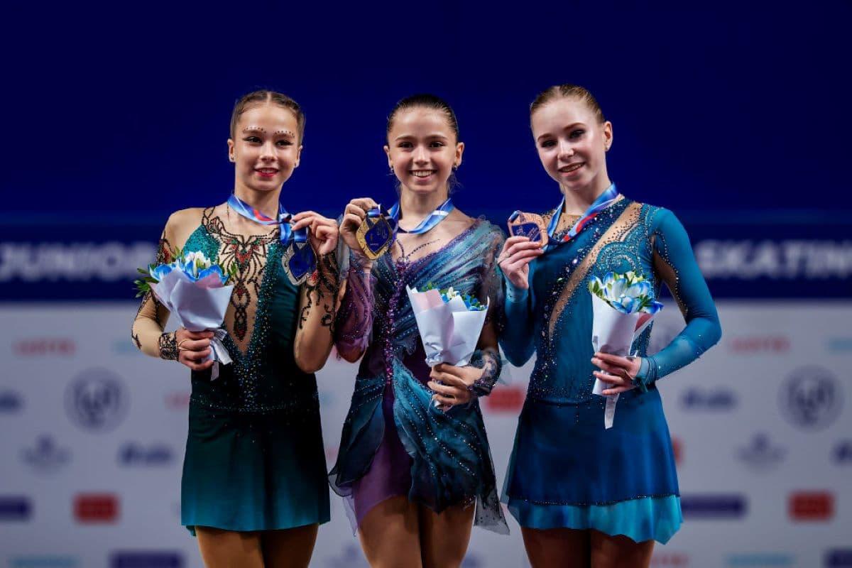Siegerehrung Eiskunstlauf Damen beim Junior Grand Prix Russland 2019 - im Bild Kseniia Sinitsyna, Kamila Valieva und Viktoria Vasilieva (alle Russland)