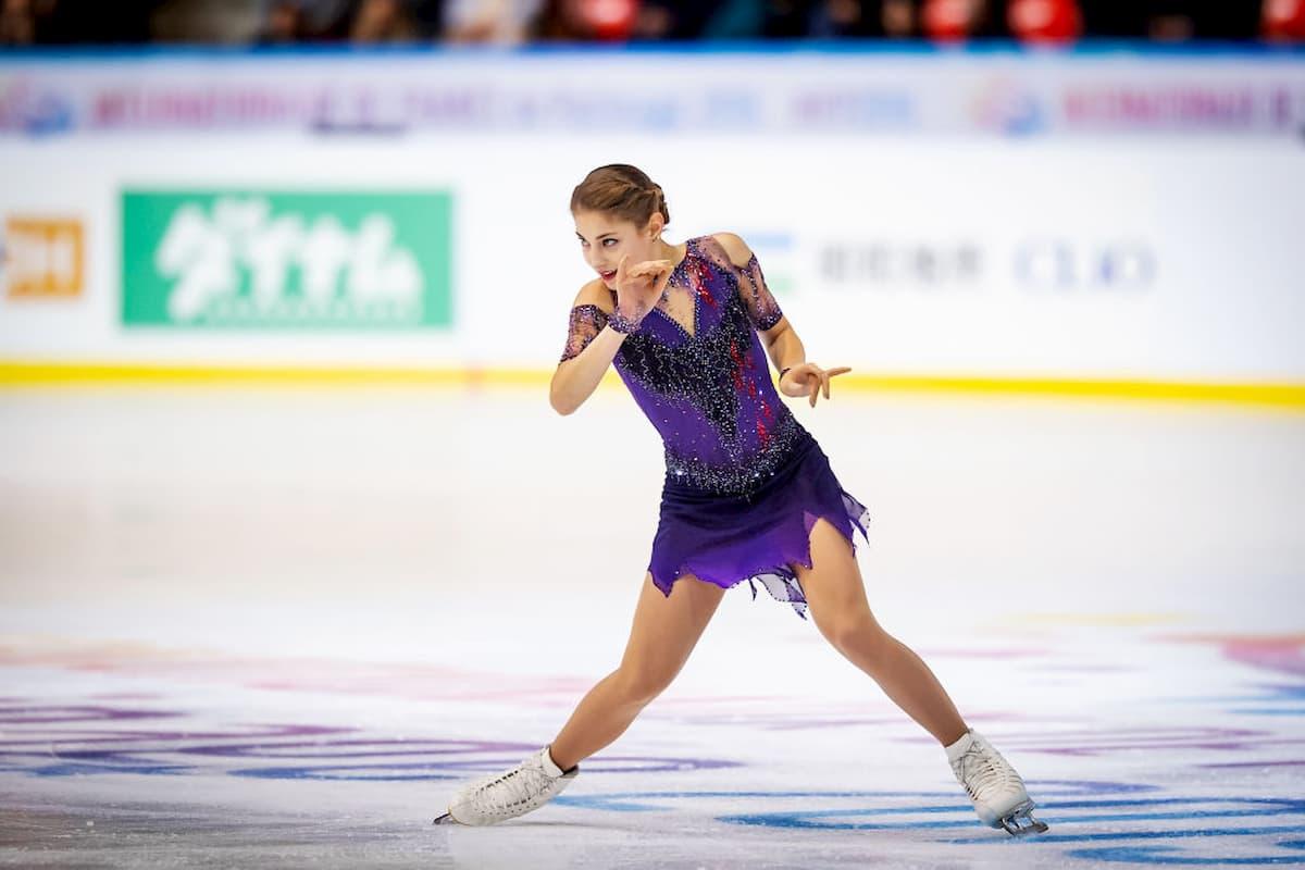 Alena Kostornaia beim Eiskunstlauf Grand Prix 2019 in Grenoble, Frankreich