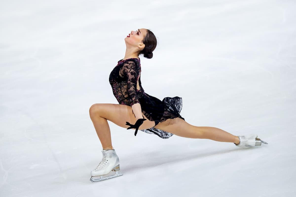 Alina Zagitova beim Eiskunstlauf Grand Prix 2019 in Grenoble, Frankreich