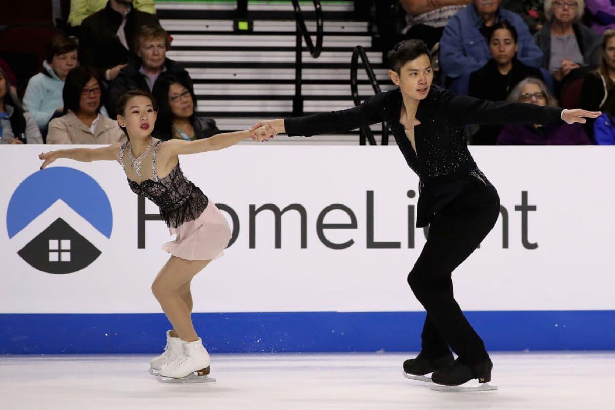 Cheng Peng - Yang Jin aus China beim Eiskunstlauf Grand Prix Skate America 2019