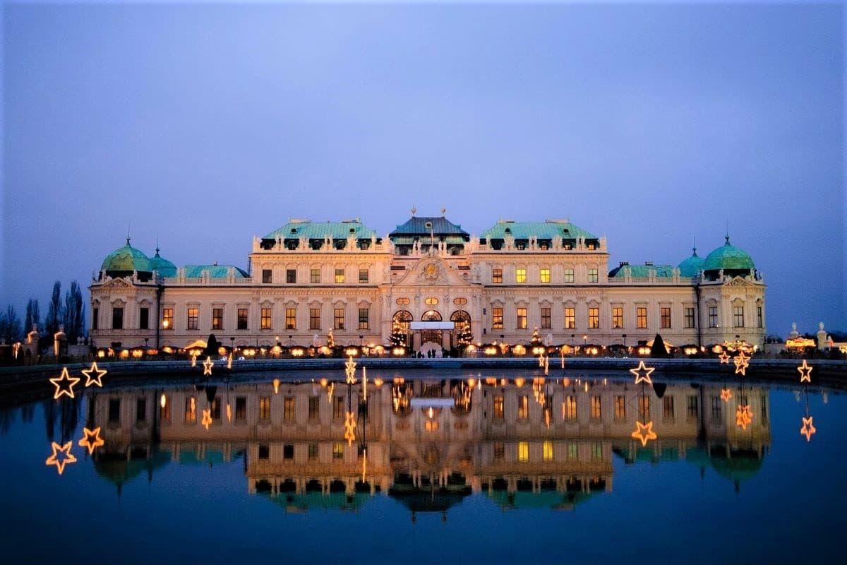 Wien bei Nacht - hier Schloß Belvedere