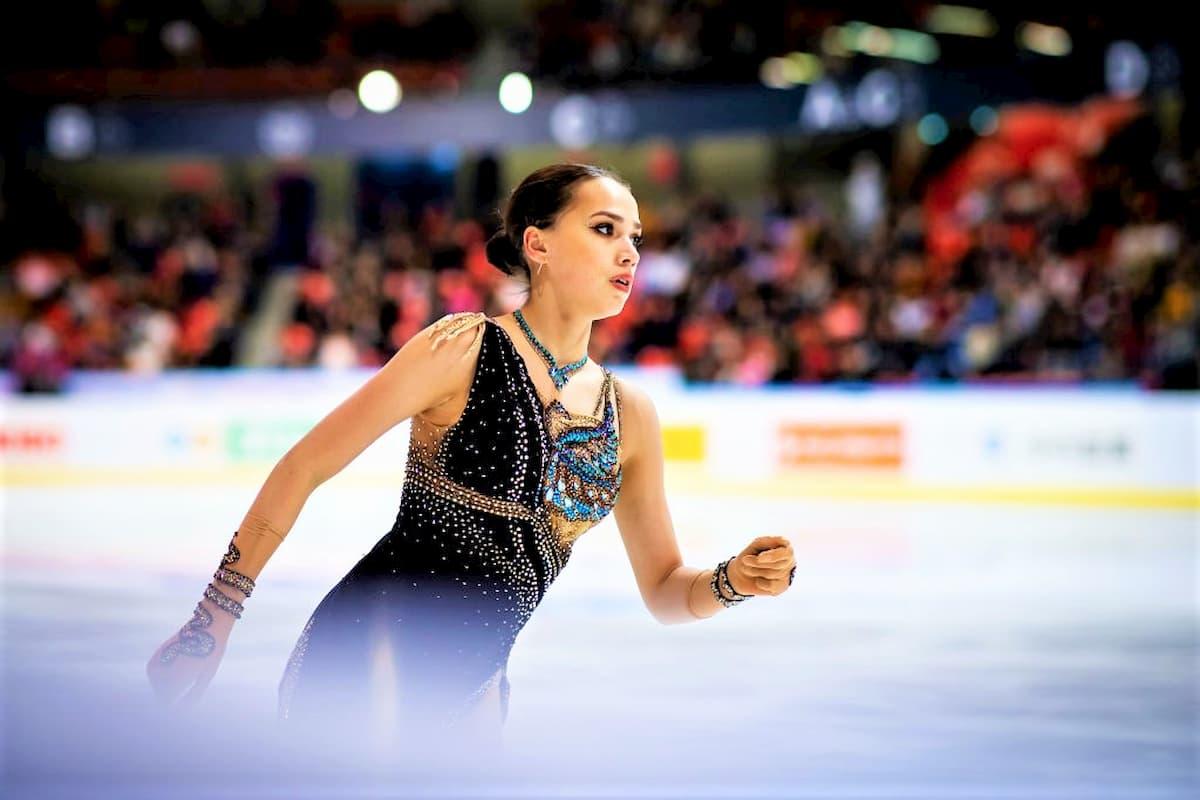 Alina Zagitova gefordert bei der NHK Trophy 2019