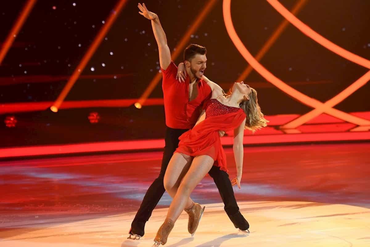 Dancing on Ice am 29.11.2019 - Schluss-Pose Kür Lina Larissa Strahl - Joti Polizoakis