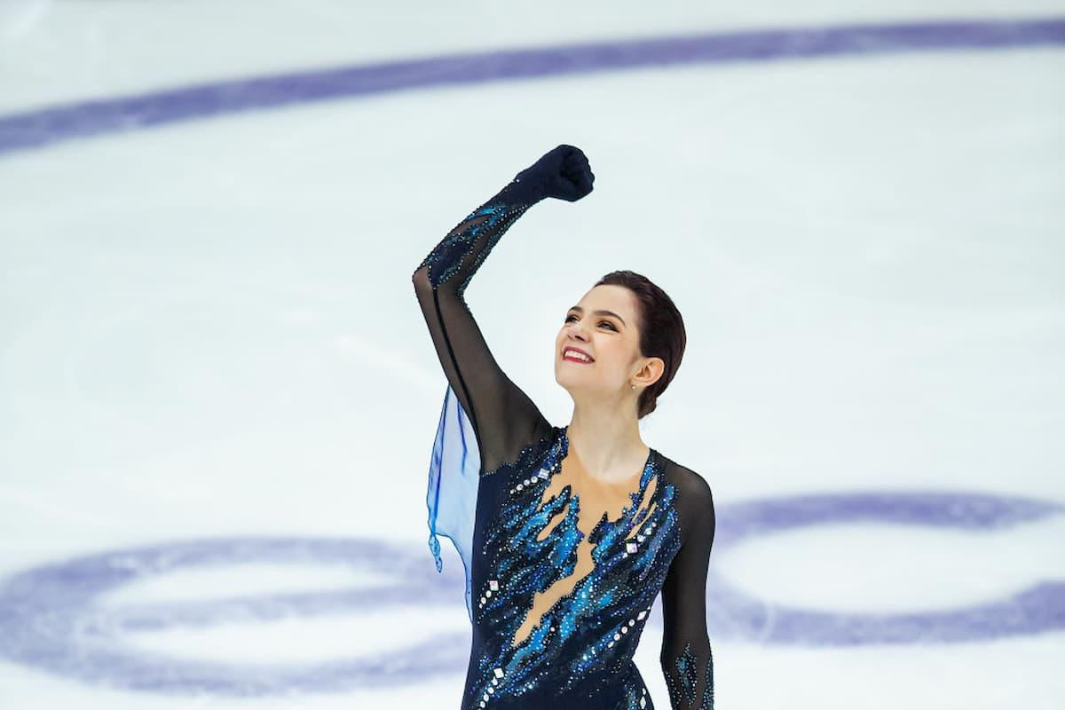 Evgenia Medvedeva nach den Kurzprogramm beim Eiskunstlauf Grand Prix Rostelecom Cup 2019 in Moskau