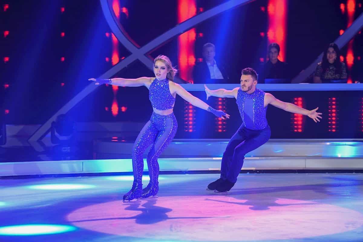 Lina Larissa Strahl - Joti Polizoakis bei Dancing on Ice am 22.11.2019