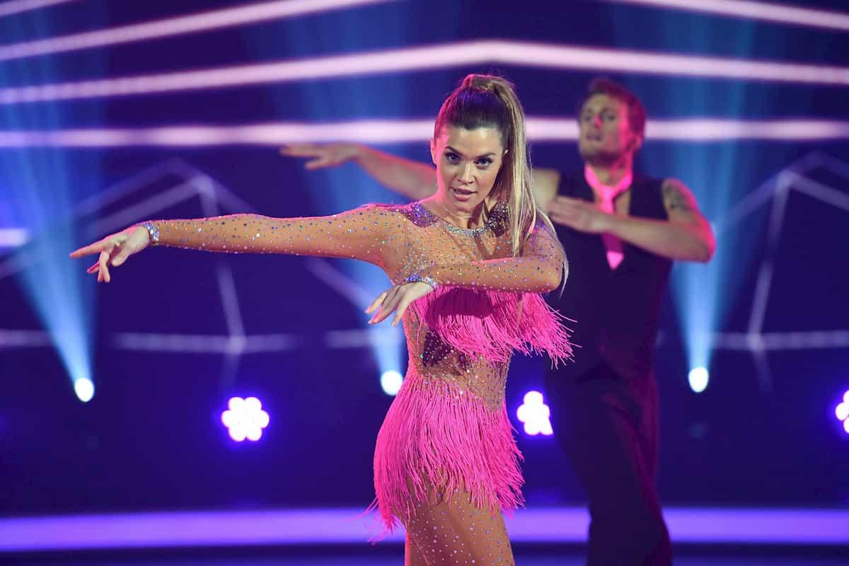 Nadine Klein - Niko Ulanovsky bei Dancing on Ice am 22.11.2019