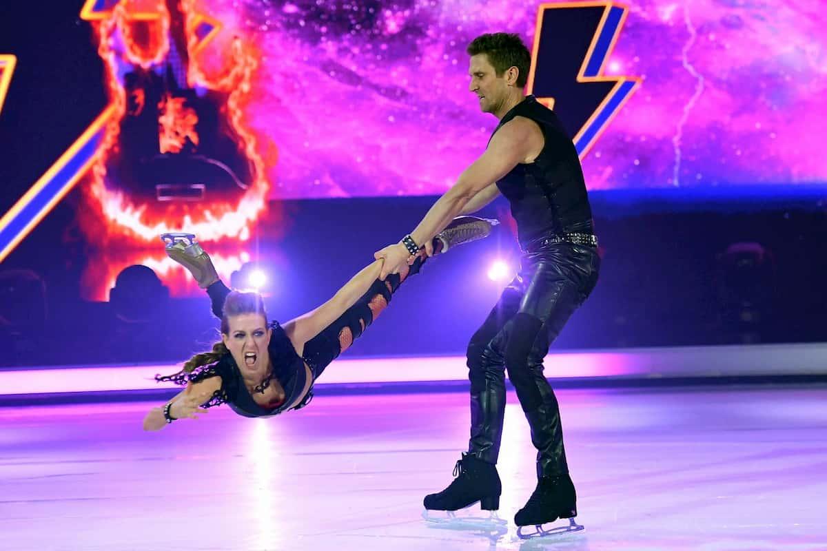 Peer Kusmagk - Kat Rybkowski bei Dancing on Ice am 29.11.2019