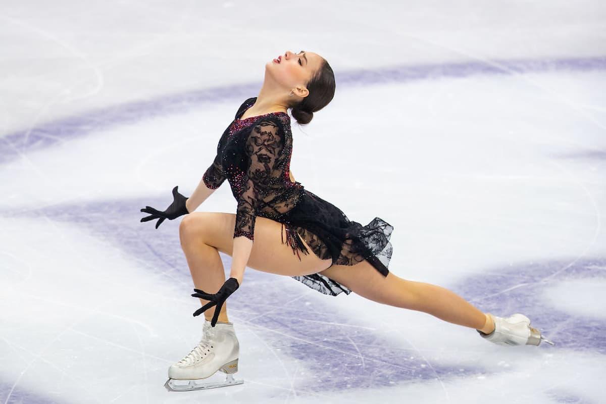 Alina Zagitova Platz 2 im Kurzprogramm beim Eiskunstlauf Grand Prix Finale 2019