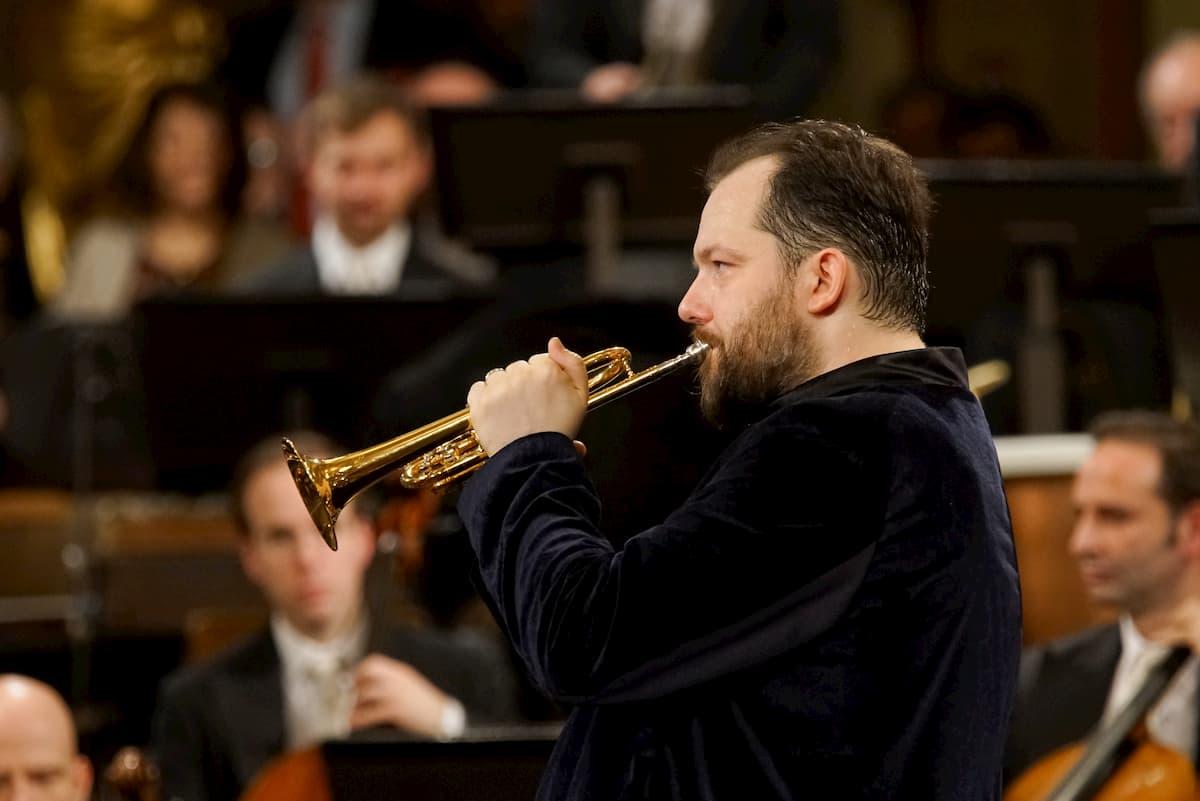 Andris Nelson als Trompeter am Dirigenten-Pult der Wiener Philharmoniker beim Neujahrskonzert 2020