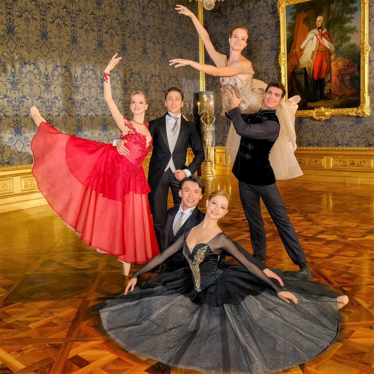 Ballett-Tänzer 2020 Neujahrskonzert Wiener Philharmoniker - Natascha Mair und Denis Cherevychko, Madison Young und Robert Gabdullin, Nina Tonoli und Davide Dato