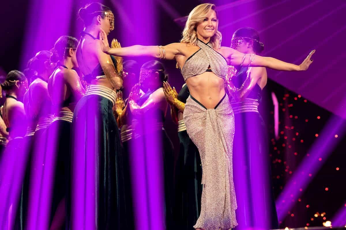 Helene Fischer Show 2019 - Helene Fischer mit den Tänzern von Mayyas im ZDF am 25.12.2019