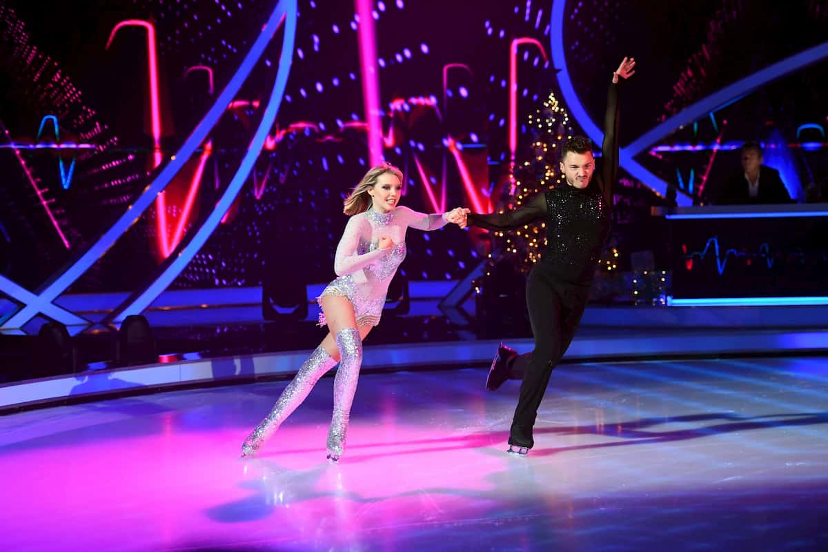 Lina Larissa Strahl - Joti Polizoakis bei Dancing on Ice am 13.12.2019
