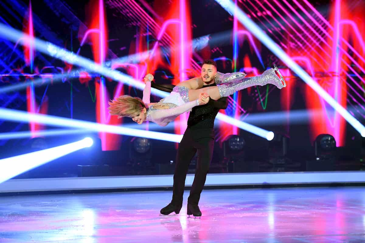 Lina Larissa Strahl mit Joti Polizoakis bei Dancing on Ice am 13.12.2019