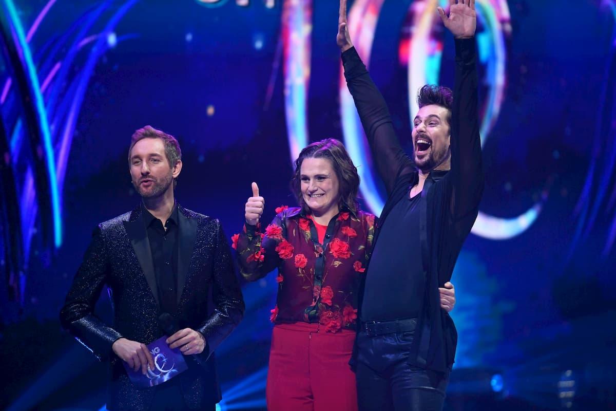 Nadine Angerer und David Vincour bei Dancing on Ice 2019m hier mit Moderator Boschmann