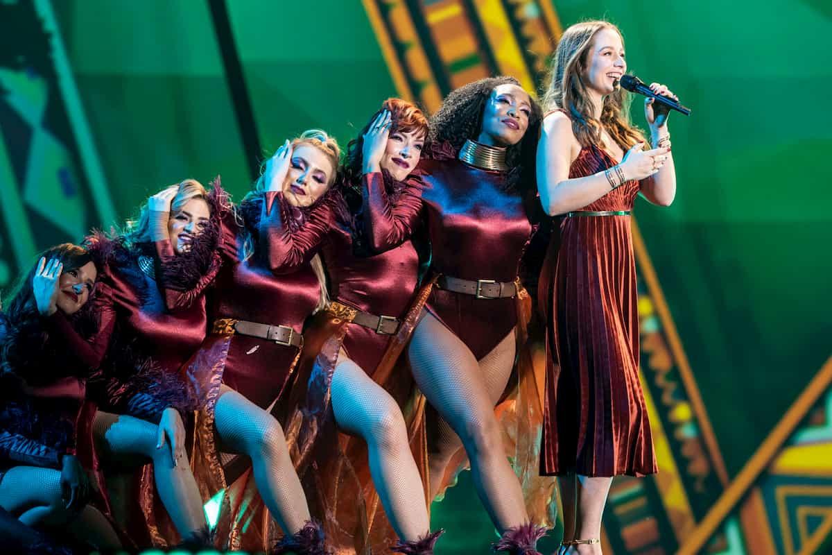 Oonagh mit Tänzerinnen in der Helene Fischer Show 2019 am 25.12.2019