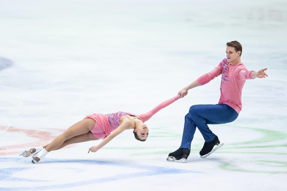 Aleksandra Boikova - Dmitri Kozlovskii führen bei der Eiskunstlauf-EM 2020 nach dem Kurzprogramm der Paare