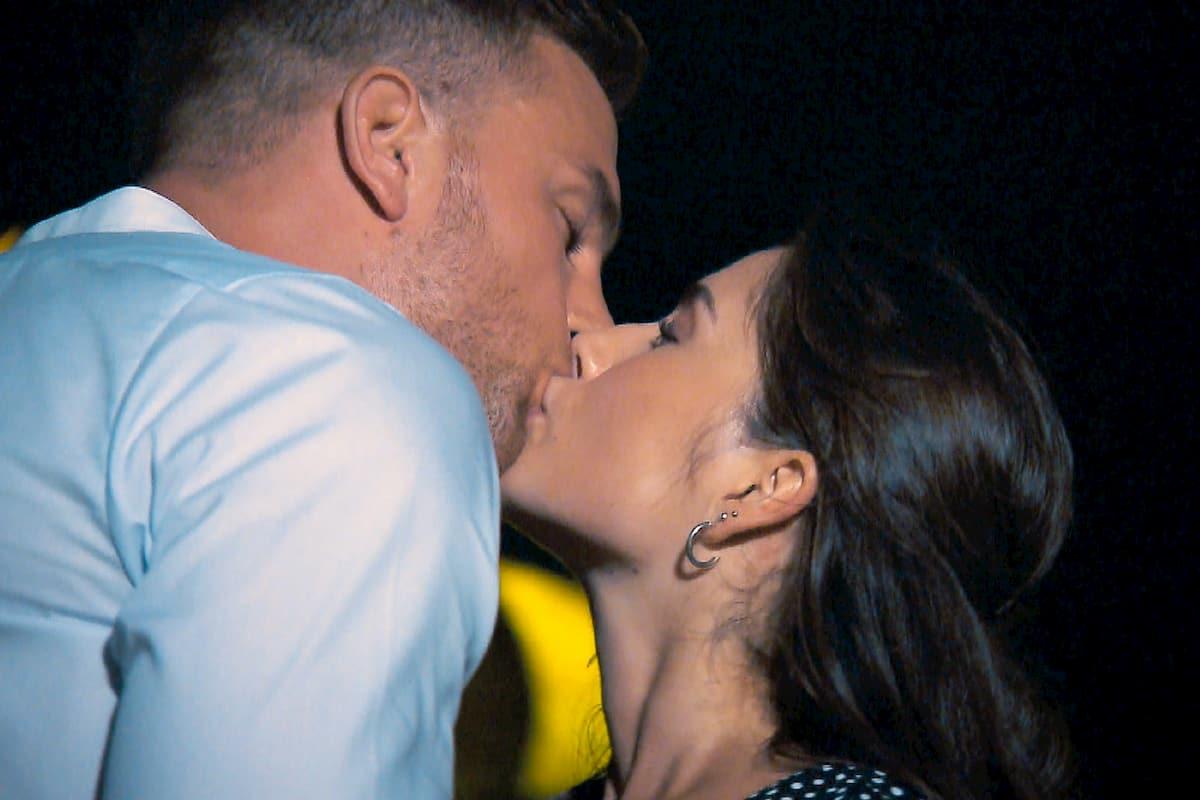 Diana küsst Sebastian beim Bachelor am 22.1.2020