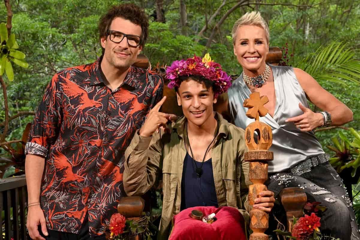 Gewinner vom Dschungelcamp 2020 - Dschungekönig 2020 Prince Damien - hier mit Daniel Hartwich und Sonja Zietlow