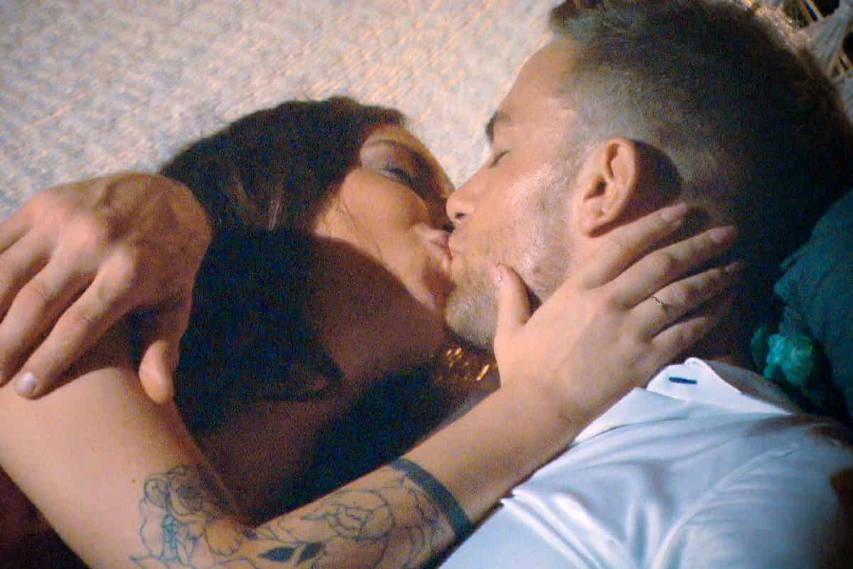 Jenny Jasmin küsst Sebastian - der erste Kuss beim Bachelor am 22.1.2020
