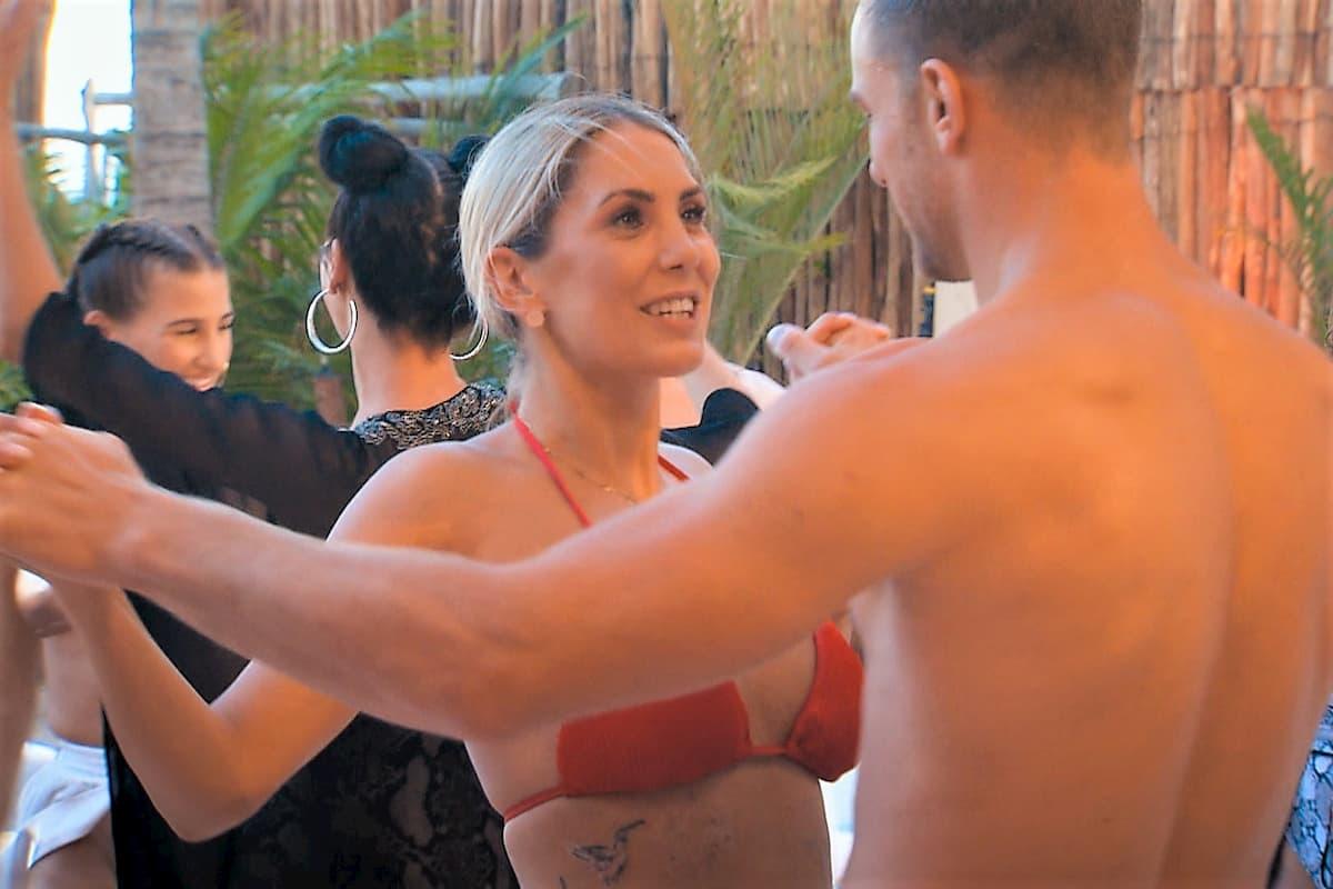 Jenny T tanzt mit Sebastian beim Bachelor am 29.1.2020