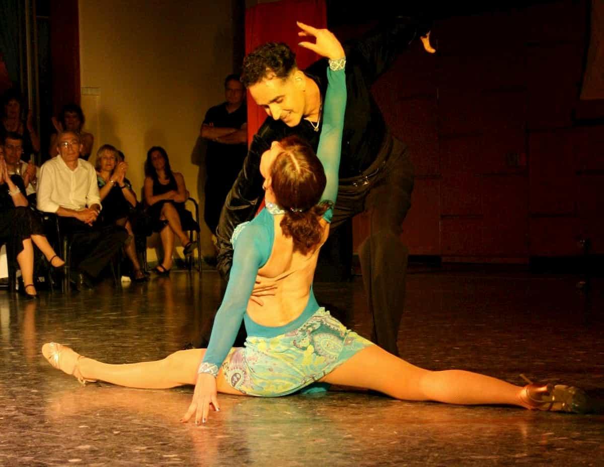 Ein perfekt aufeinander abgestimmtes Gesamtkonzept ist beim Tanzen unerlässlich. Vor allem bei Wettbewerben und Co. geht es immer um die gesamte Erscheinung