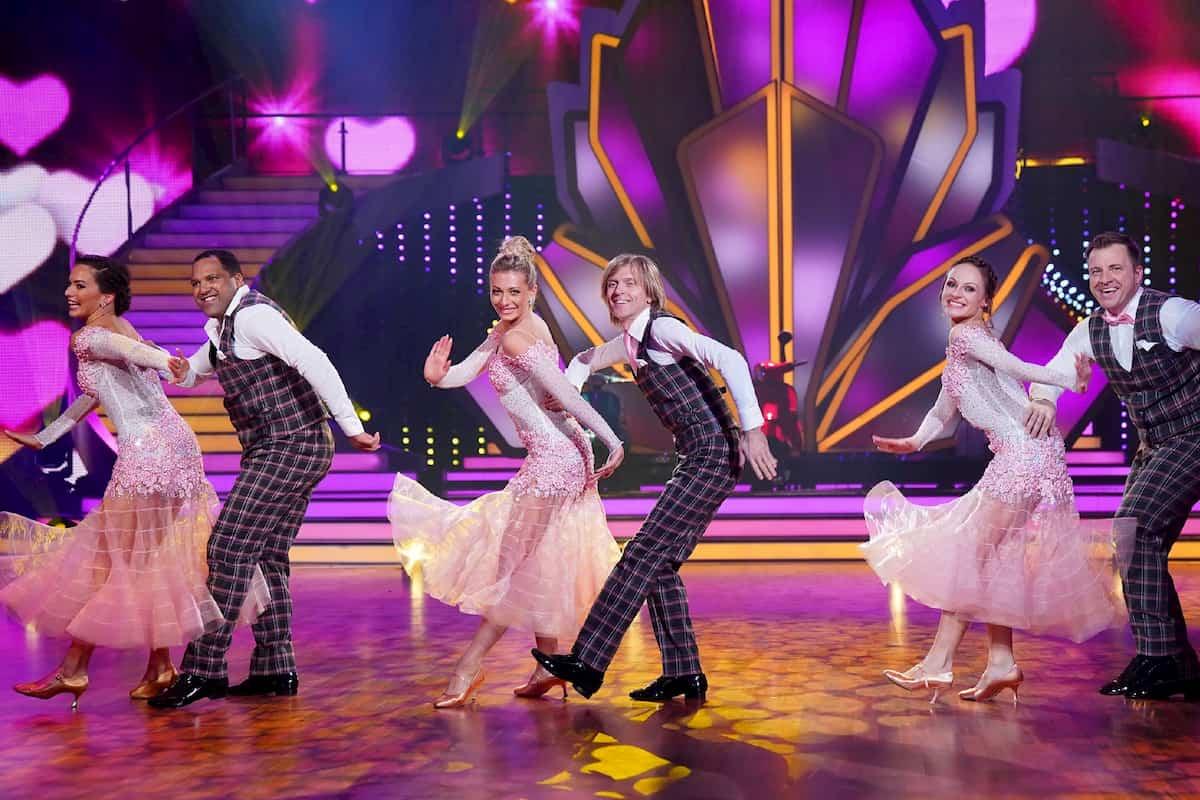 Gruppe Ailton, John Kelly und Martin Klempnow bei Let's dance am 21.2.2020 mit den Profis Renata Lusin, Regina Luca und Marta Arndt